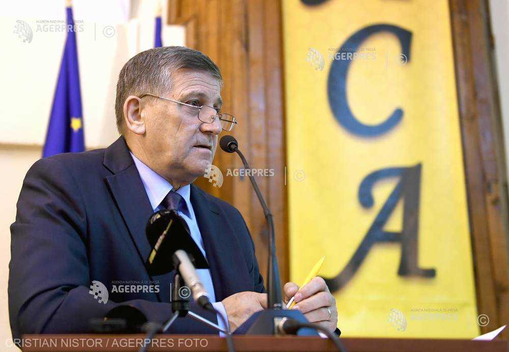 Preşedintele ACA: Cel mai mare risc pentru apicultura României este desfacerea producţiei de miere