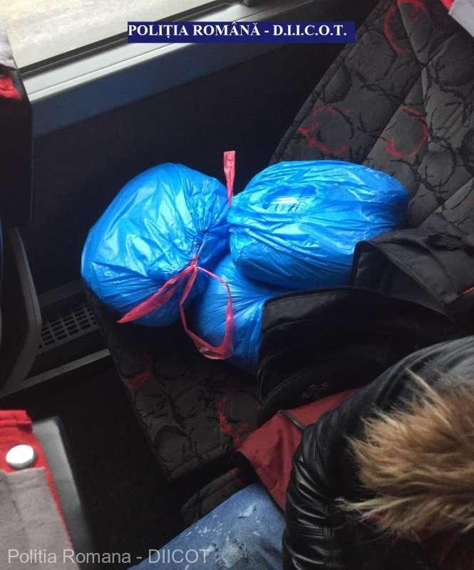 IGPR: Peste trei kilograme de canabis au fost găsite în rucsacul unui tânăr, la PTF Giurgiu