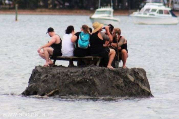 Noua Zeelandă: Câţiva localnici şi-au făcut o insulă ca să scape de o interdicţie de consum de alcool în public