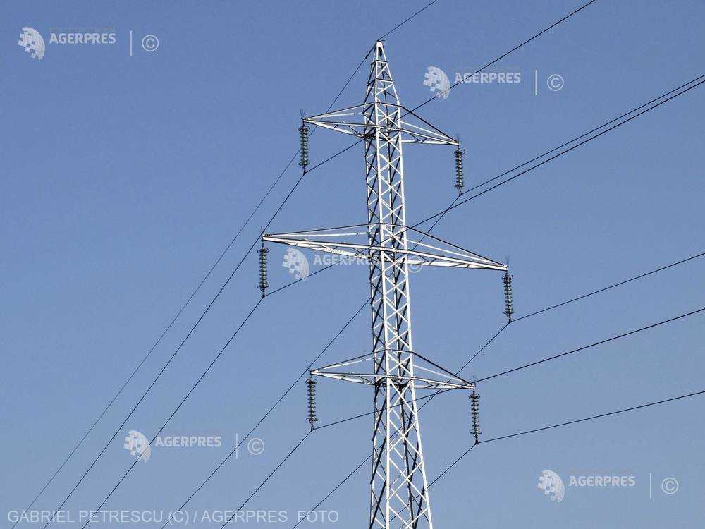 Consumul de electricitate al ţării depăşeşte luni 9.500 de MW, aproape de recordul absolut