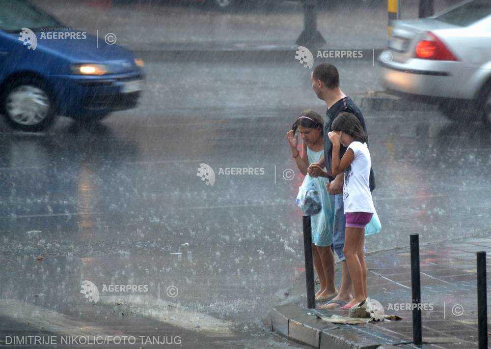 ANM: Temperaturi în uşoară scădere în primele zile din săptămână; intervale cu ploi şi averse la nivelul întregii ţări