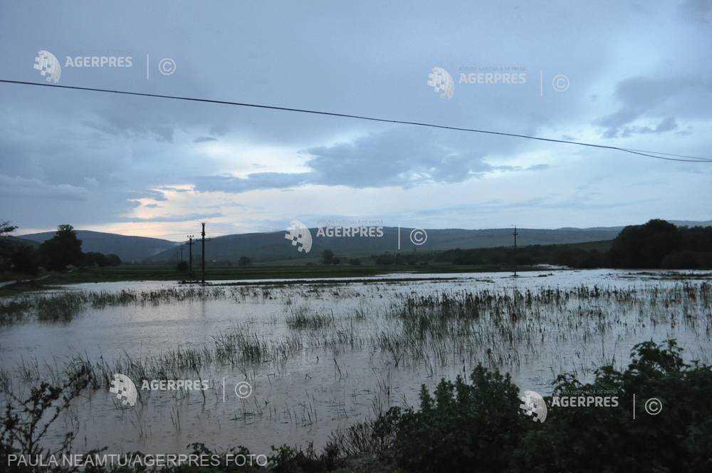Cod galben de inundaţii şi depăşiri ale Cotelor de atenţie în şapte bazine hidrografice, până sâmbătă după-amiaza