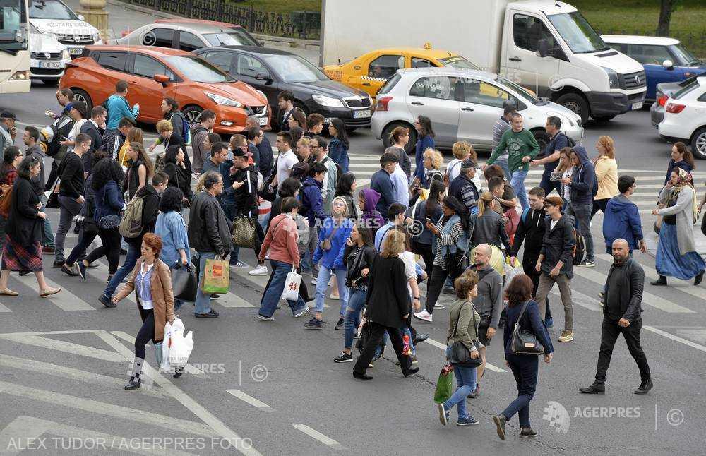 INS: Peste jumătate din populaţia României este reprezentată de femei