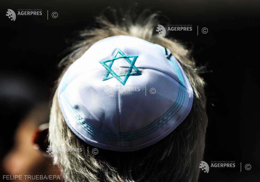 Personalităţi politice din Germania, unele purtând kippah, au participat la o manifestaţie împotriva antisemitismului