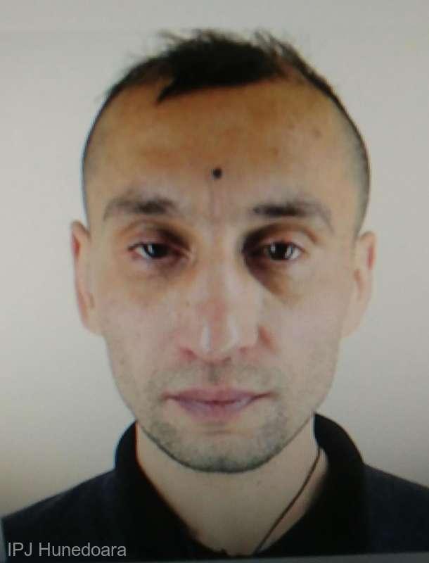 Hunedoara: Un recidivist este căutat de poliţişti după ce ar fi violat o taximetristă