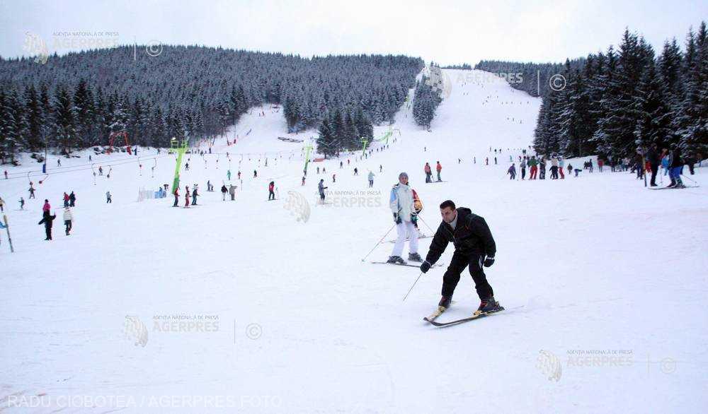 Alba: Grosime impresionantă a stratului de zăpadă pe pârtiile de la Şureanu şi Arieşeni