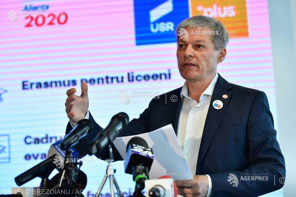 Cioloş, după convocarea referendumului de către Iohannis: Lupta anticorupţie nu trebuie oprită