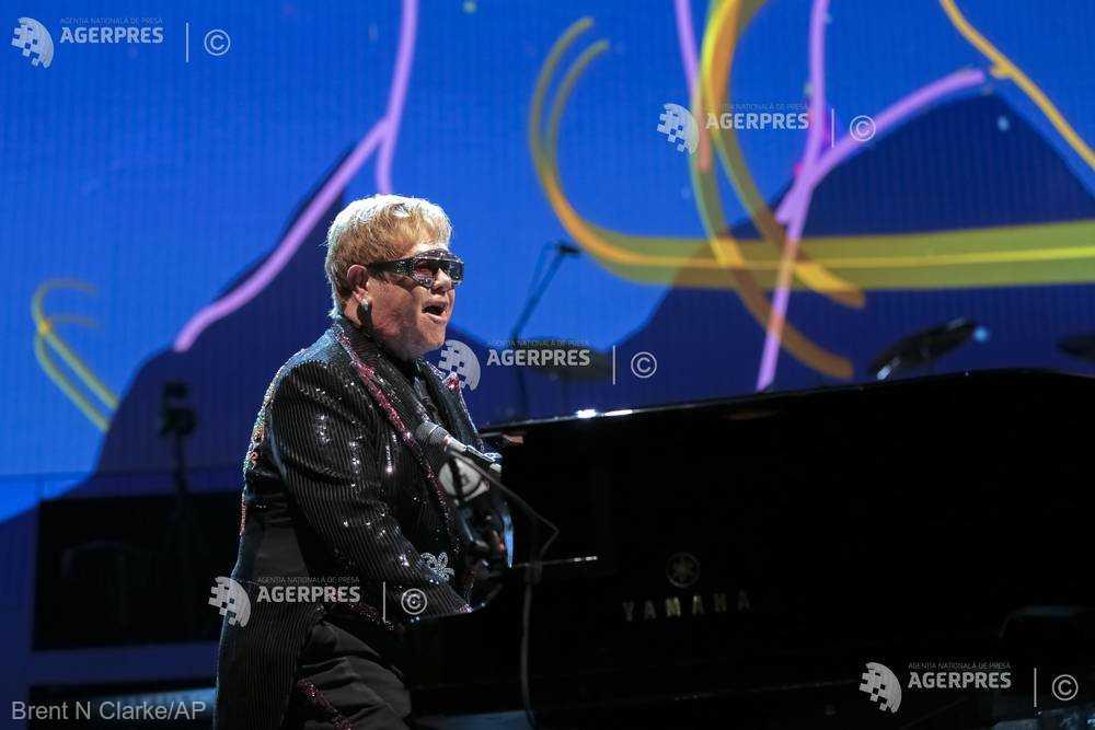 Rod Stewart, Elton John şi Paul McCartney, printre vedetele care au publicat urări de Crăciun pe internet