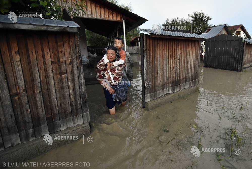 INHGA: Cod galben de inundaţii pe râuri din 33 de judeţe, până miercuri
