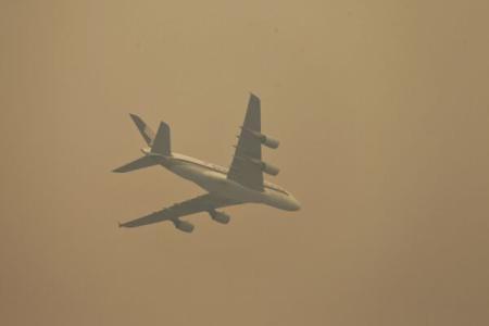 Nepal: Un avion cu 18 persoane la bord a căzut în junglă