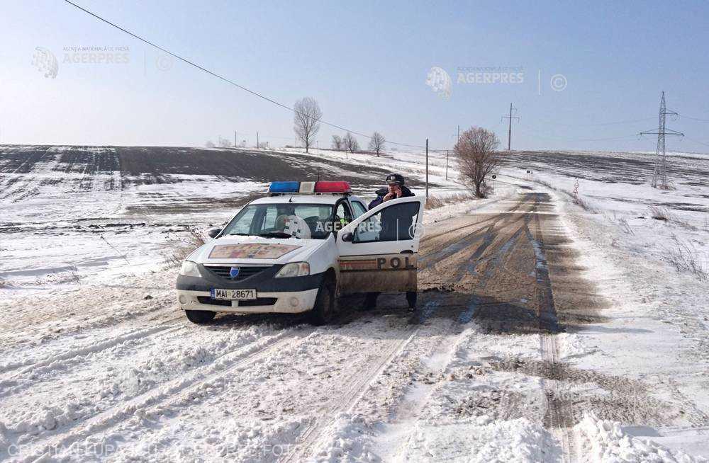 Satu Mare: Drumuri comunale închise din cauza zăpezii şi viscolului