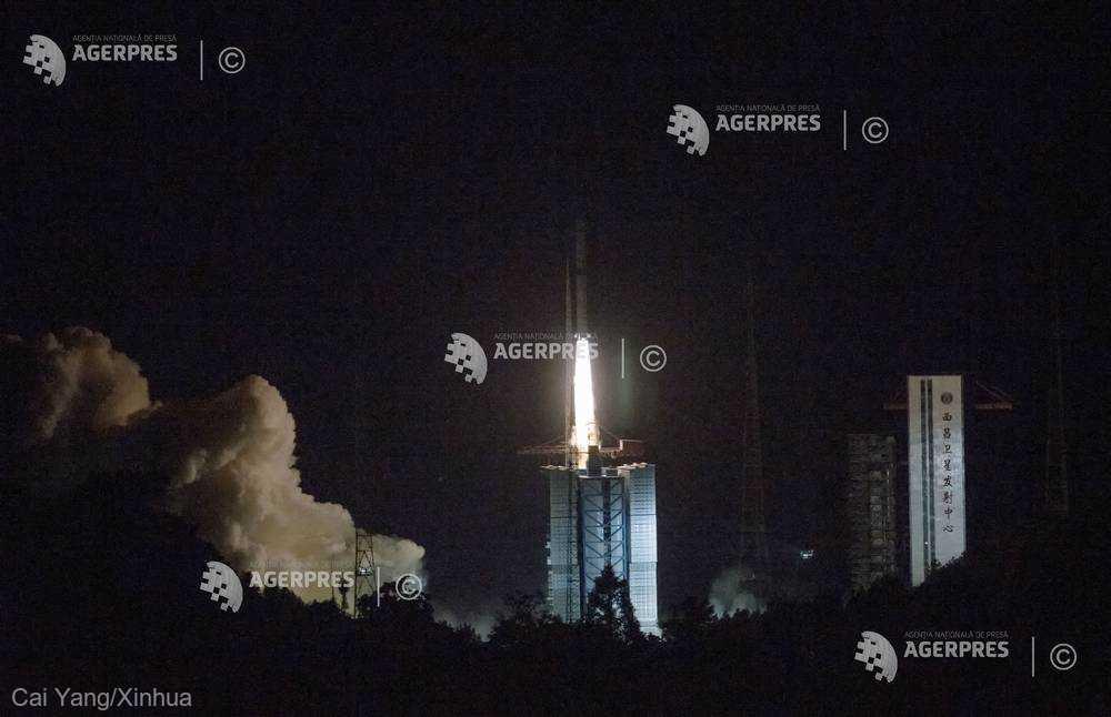 China a lansat un satelit care va ajuta în misiunea de explorare a feţei nevăzute a Lunii