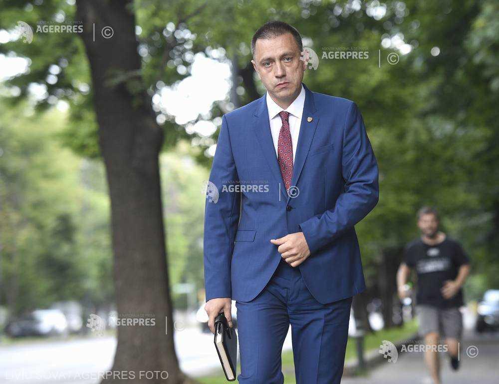 Mihai-Viorel Fifor, desemnat premier interimar (fişă biografică)