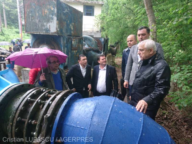 Botoşani: Ministrul Agriculturii, în vizită la Staţia de pompare a apei pentru irigaţii de la Stânca