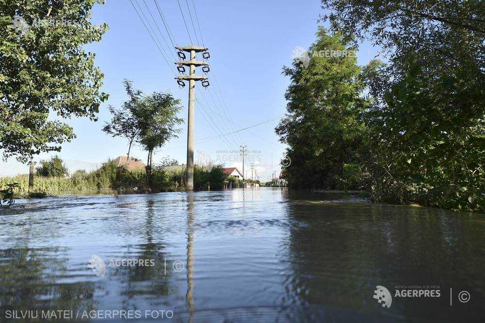 Cod portocaliu de inundaţii pe râuri mici din judeţul Maramureş; Cod galben pe râuri din alte 10 judeţe
