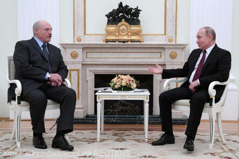 Lukaşenko i-a făcut cadou lui Putin patru saci de cartofi din grădina sa