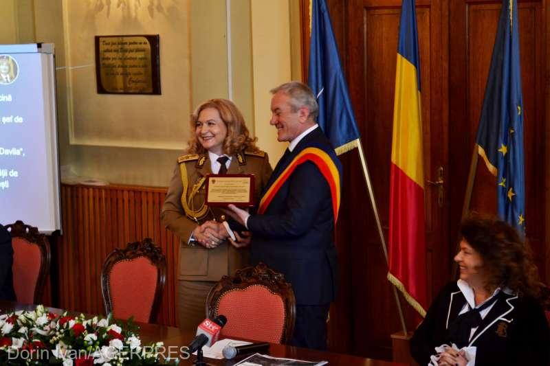 Buzău: Trei medici de top, cetăţeni de onoare ai municipiului reşedinţă