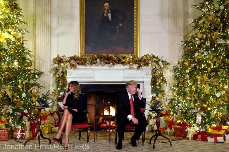 Donald şi Melania Trump, din nou în rolul de mesageri ai lui Moş Crăciun