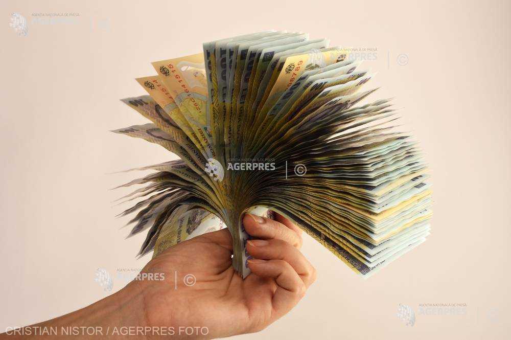 Câştigul salarial mediu net a scăzut cu 145 de lei în ianuarie, la 2.484 lei; sectorul IT domină cu 6.120 lei