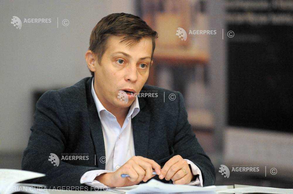 Radu Gănescu (COPAC) semnalează că sunt vândute medicamente cu sau fără prescripţie pe internet