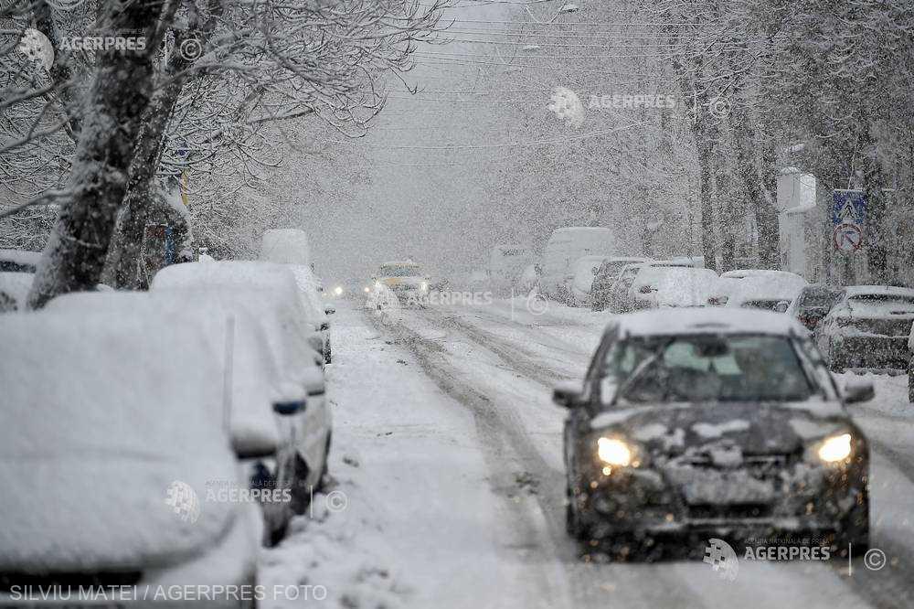 ANM: Informare de ninsori, precipitaţii mixte şi polei în majoritatea regiunilor, de marţi dimineaţă