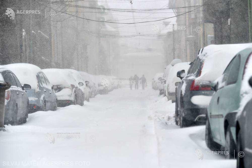 ANM menţine avertizarea Cod portocaliu de ninsori abundente şi viscol în nouă judeţe; ninsori, lapoviţă şi polei în restul ţării