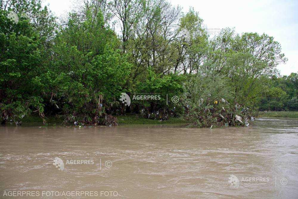 Cod galben de inundaţii pe râuri din judeţele Caraş-Severin şi Timiş, până la ora 24:00
