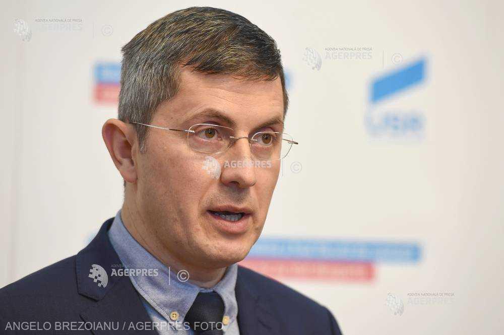 Liderii Alianţei USR-PLUS: Susţinem ca alegerea primarilor să se facă în două tururi de scrutin; să votăm legea în Parlament