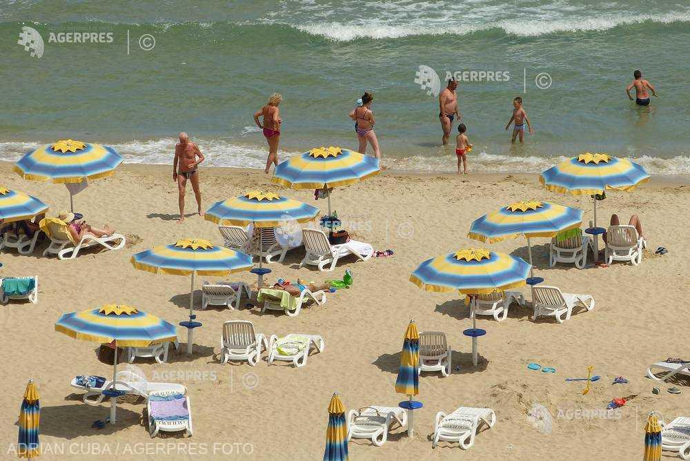 Doar 4 din 10 angajaţi români au planuri de concediu pentru 2020; peste 80% rămân în ţară (sondaj)