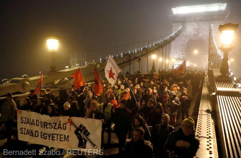 Ungaria: Gaze lacrimogene şi arestări la protestele de la Budapesta împotriva ''legii sclaviei''