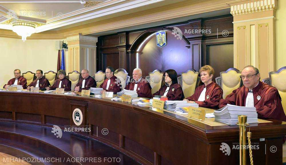 CCR discută pe 9 mai sesizarea preşedintelui Iohannis privind Legea administraţiei publice locale şi Statutul aleşilor
