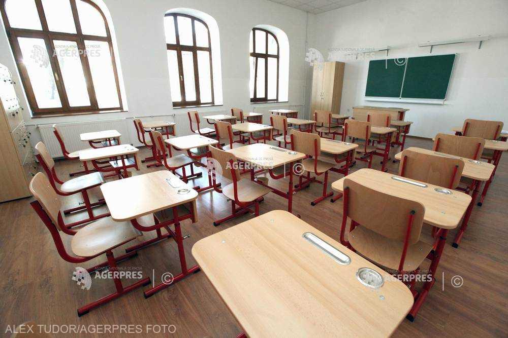 Ministerul Educaţiei: Cursuri şcolare suspendate luni şi marţi în mai multe judeţe