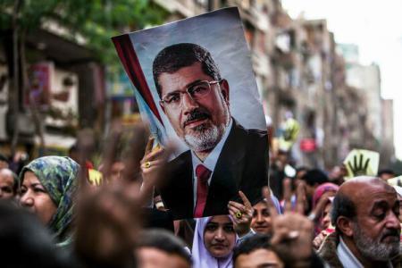Egipt: Fostul președinte Mohamed Morsi judecat pentru spionaj